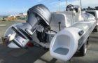 Vue arrière avec moteur bateau semi-rigide Adventure Vesta 550