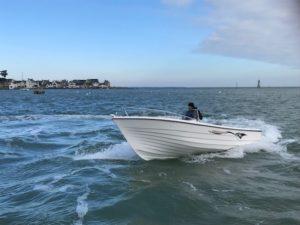 Obe Pescador 550 CC naviguant sur l'eau